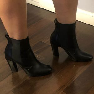 AUTHENTIC Black leather Fendi ankle boots